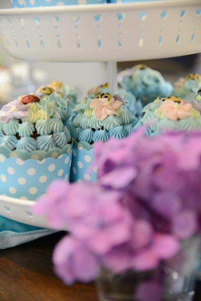 大好きな紫陽花をモチーフにしたカップケーキがとても可愛いです。 パティスリーアンビションにて。